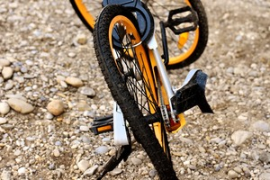 Deformed rim mountain bike with tire flat